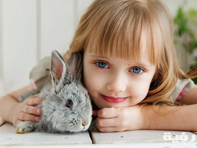 تفسير رؤية فتاة صغيرة جميلة او قبيحة في الحلم