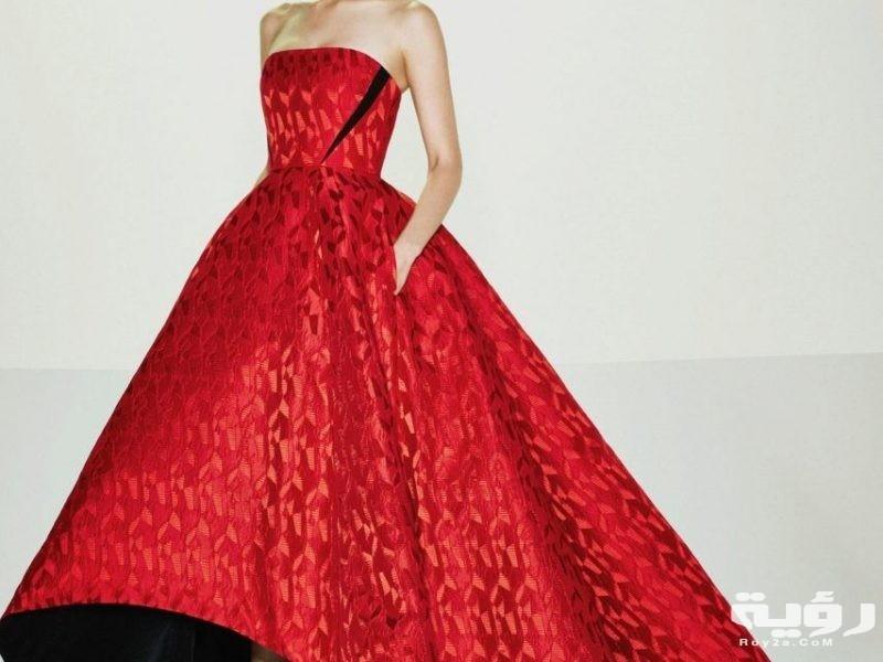 تفسير رؤية ارتداء فستان احمر في الحلم