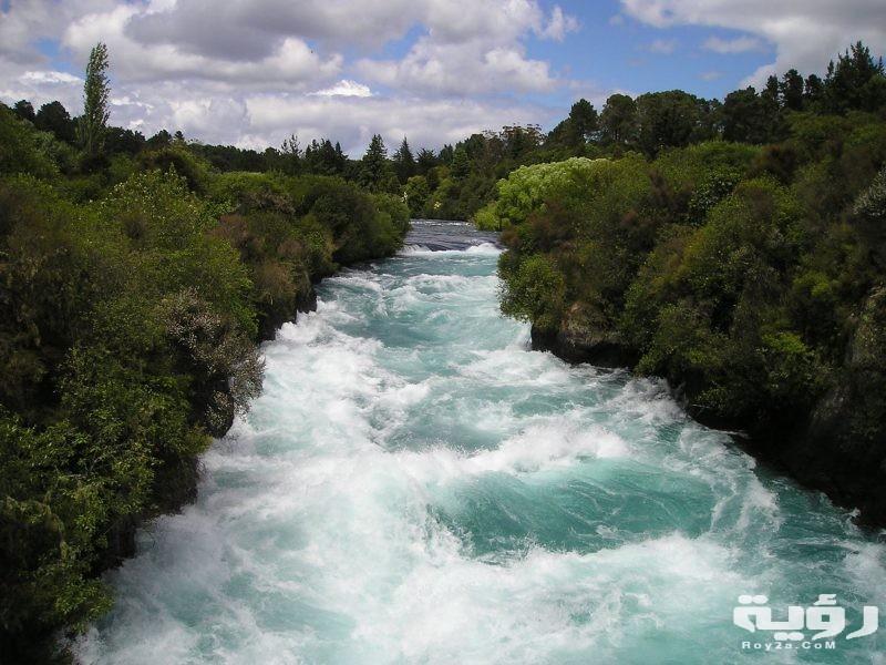 تفسير رؤية النهر والسباحة في الحلم