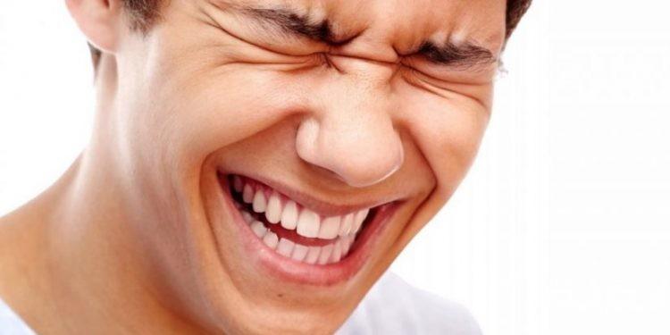 تفسير رؤية الضحك الشديد
